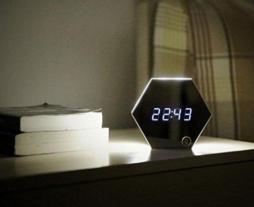 Reveil design bien dormir - Orientation du lit pour un bon sommeil ...